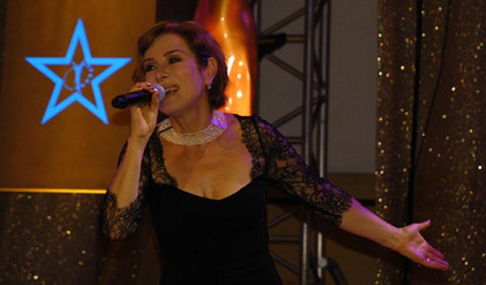Festivalde Zuhal Olcay da konser verdi.