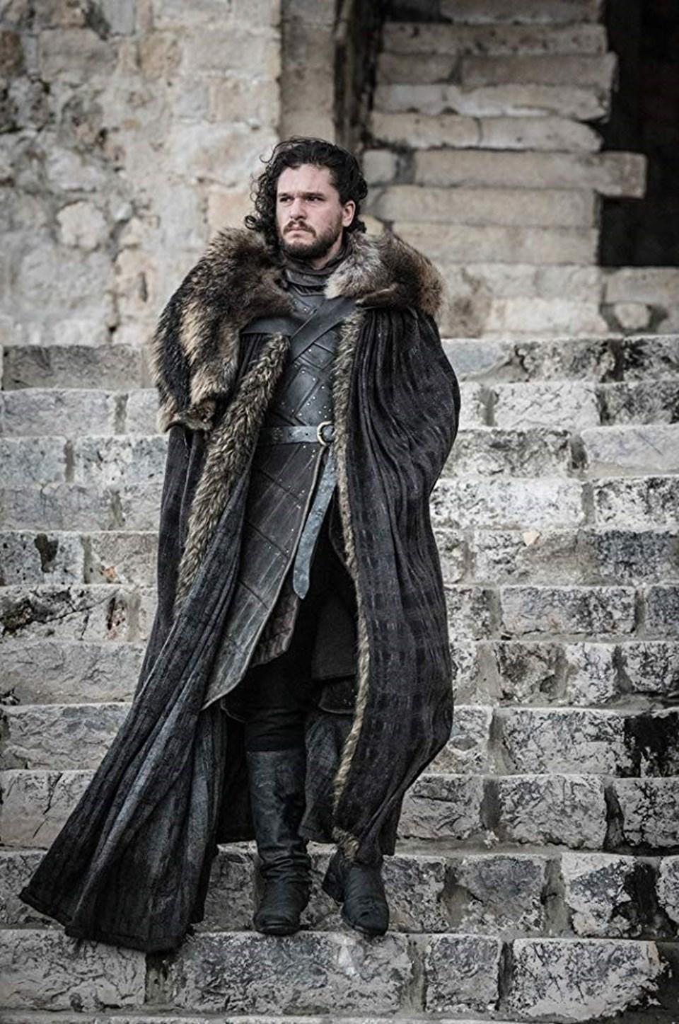 İngiliz oyuncu, filmde fizikçi Dane Whitman ve onun süper kahraman kişiliği Black Knight'ı (Kara Şövalye) canlandırıyor