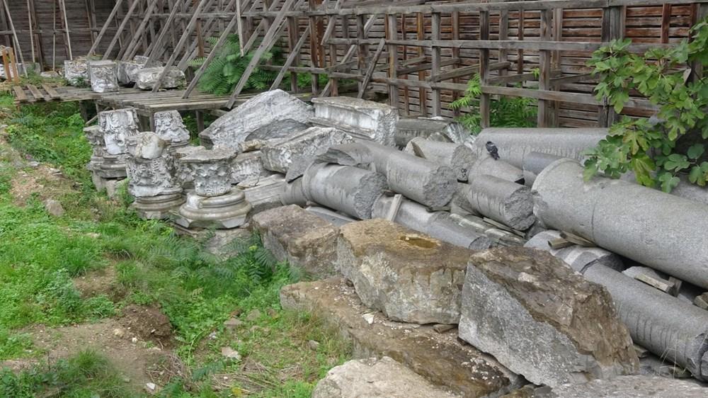 Bina yıkıldı, tarihi eserler ortada kaldı - 5