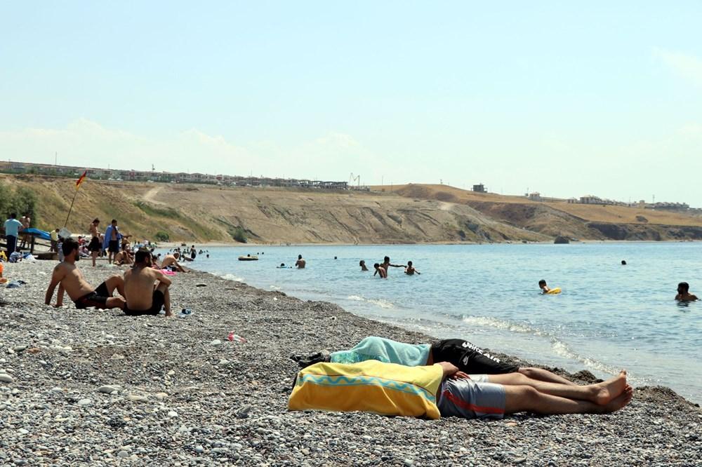 Van Gölü'nün mavi bayraklı plajına tatilci akını - 12