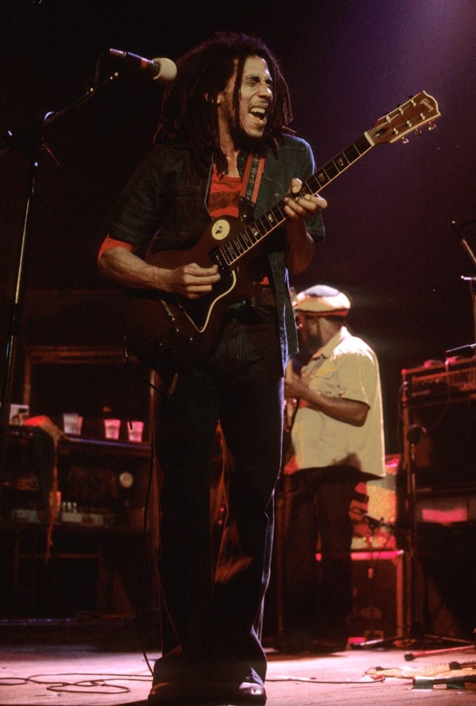 Bunny Wailer, çocukluk arkadaşı Bob Marley ile kurduklarıThe Wailers grubuyla tanındı.