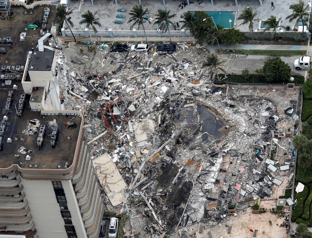 Biden visited: Race against time in collapsed building - 4