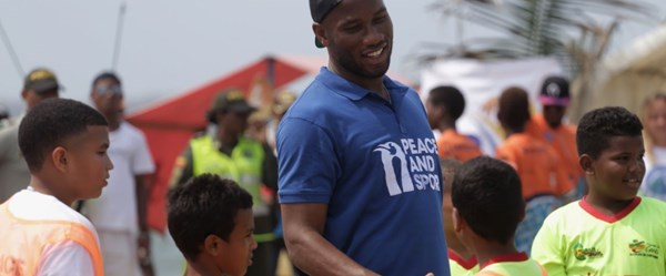 Didier Drogba Kolombiya'da çocuklarla bir araya geldi