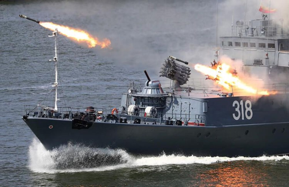 Karadeniz'de uçan tank: İçindeki askerlerle iniş yapıp, ateş etti - 8