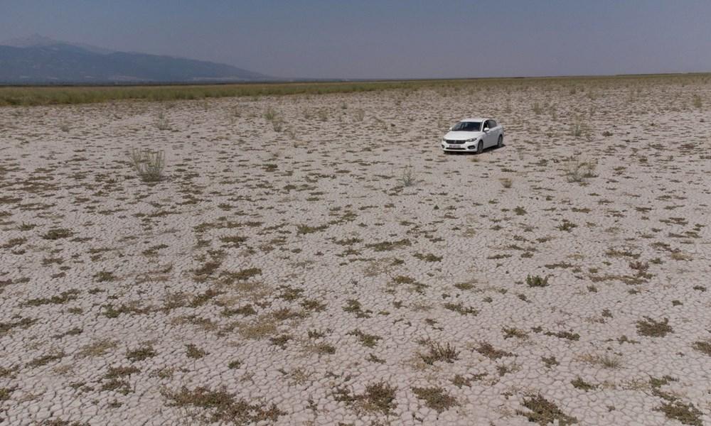 Kuruyan Akşehir Gölü'nün ortasında araçla gezilebiliyor | NTV