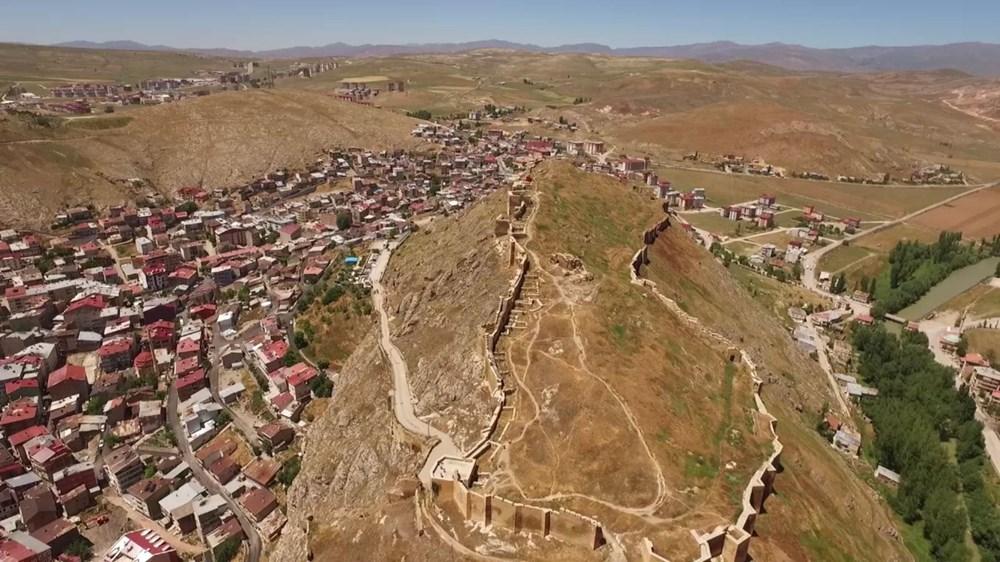 Bayburt Kalesi'nde tarihi kalıntı ve eserlere ulaşıldı - 7
