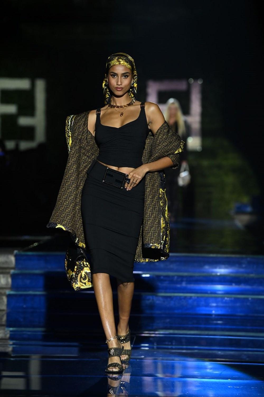 Gigi Hadid, Kate Moss ve Naomi Campbell Milano Moda Haftası'nda - 12