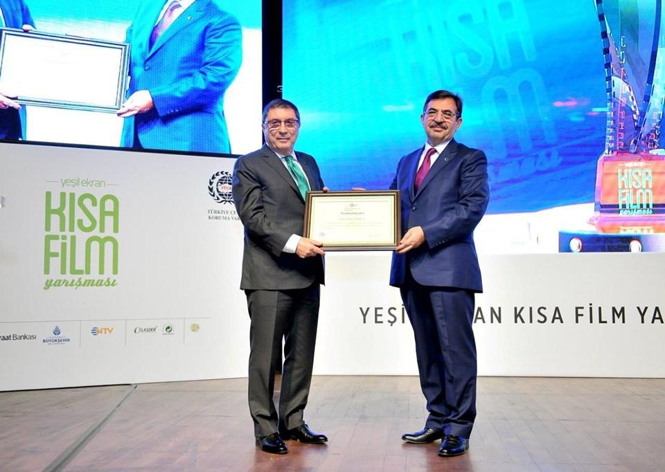 Doğuş Yayın Grubu Yönetim Kurulu Başkanı Erman Yerdelen (solda) ile Çevre ve Şehircilik Bakanı İdris Güllüce (sağda)