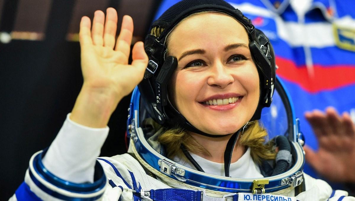Uzayda ilk uzun metrajlı filmi çeken Rus ekibi dünyaya döndü