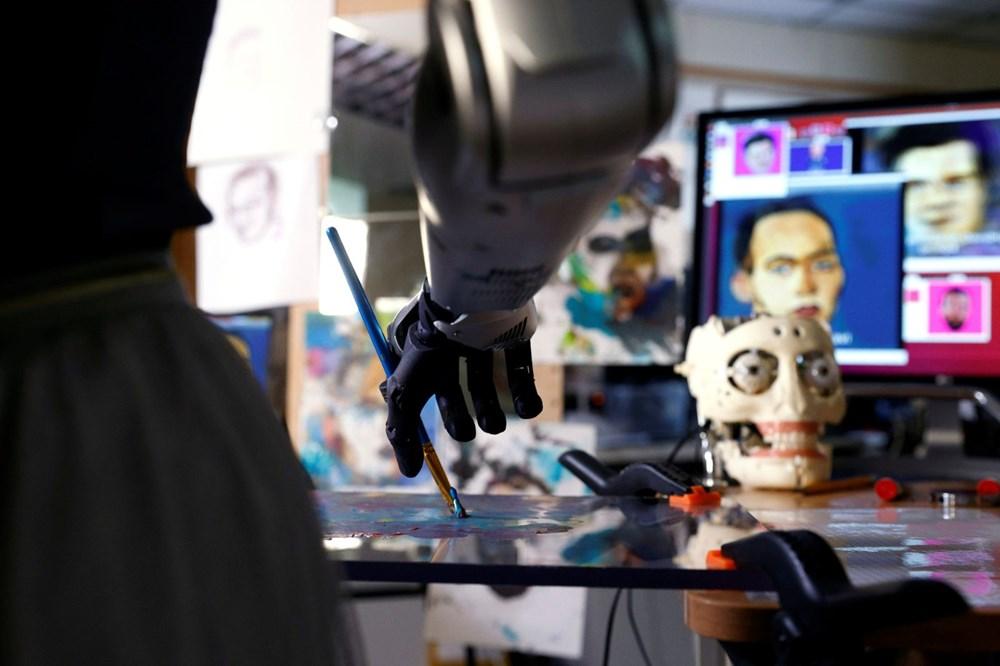 Robot Sophia'nın yaptığı tablo 688 bin 888 dolara satıldı - 3