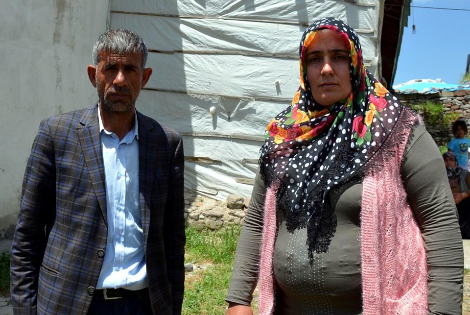 Leyla'nın babası Nihat Aydemir ve annesi Şükran Aydemir