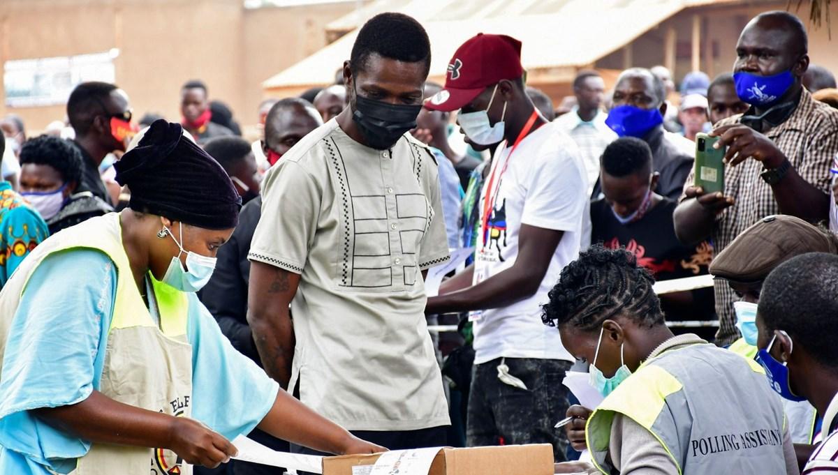 Uganda'da 800 kişiye sahte Covid aşısı