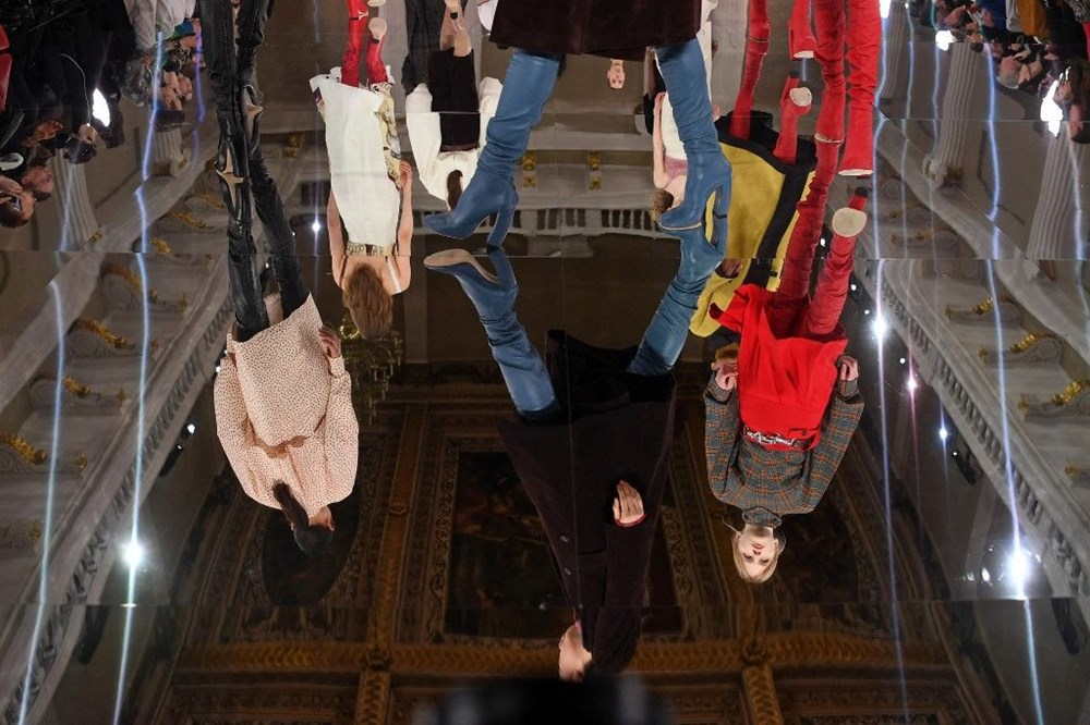 Victoria Beckham'dan pandemi çözümü: Evde kıyafet dene dönemi - 5