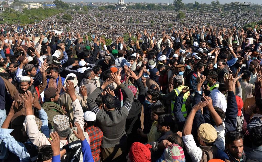 Pakistan'da on binler cenazeye katıldı - 14