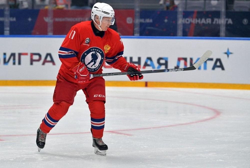 Putin'in renkli anları: Buz Hokeyi Gece Ligi'nin gala maçında sahada - 5