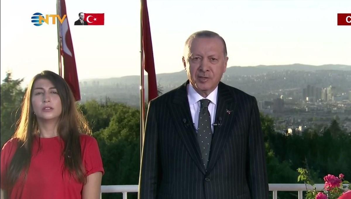 Cumhurbaşkanı Erdoğan Çankaya Köşkü'nde İstiklal Marşı'na eşlik etti