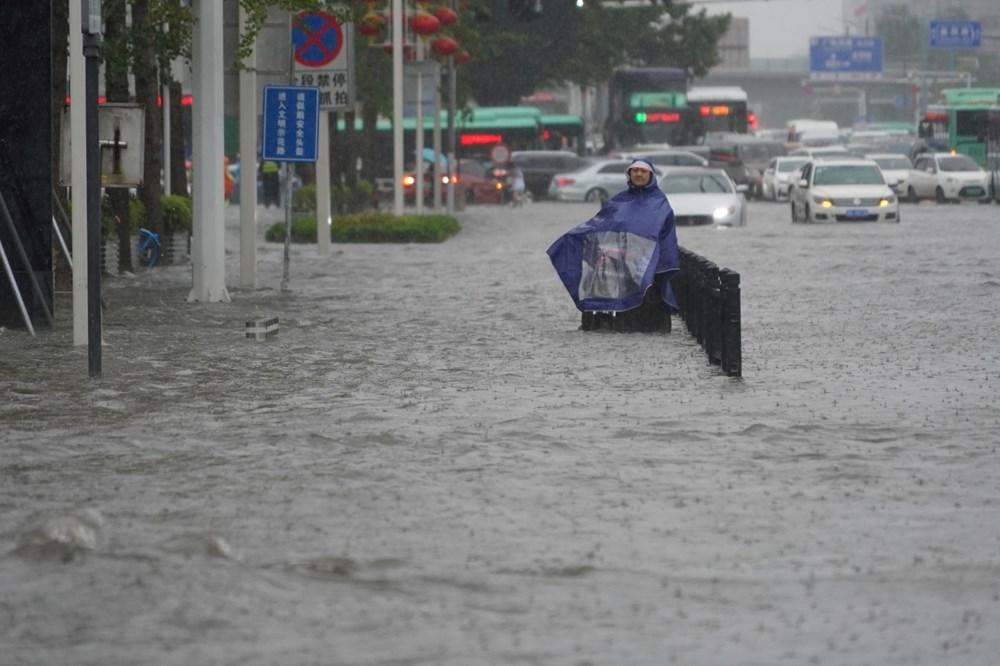 Çin'de 'bin yılın en şiddetli yağmuru' sele neden oldu: 16 can kaybı - 11