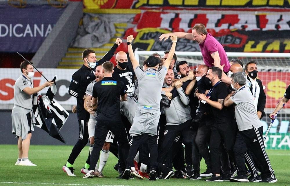 Süper Lig'in en uzun sezonunda şampiyon Beşiktaş (Nefes kesen final) - 8