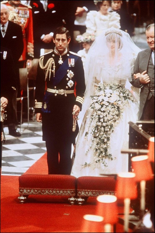 25 sonra ilk: Prenses Diana'nın gelinliği sergilenecek - 4