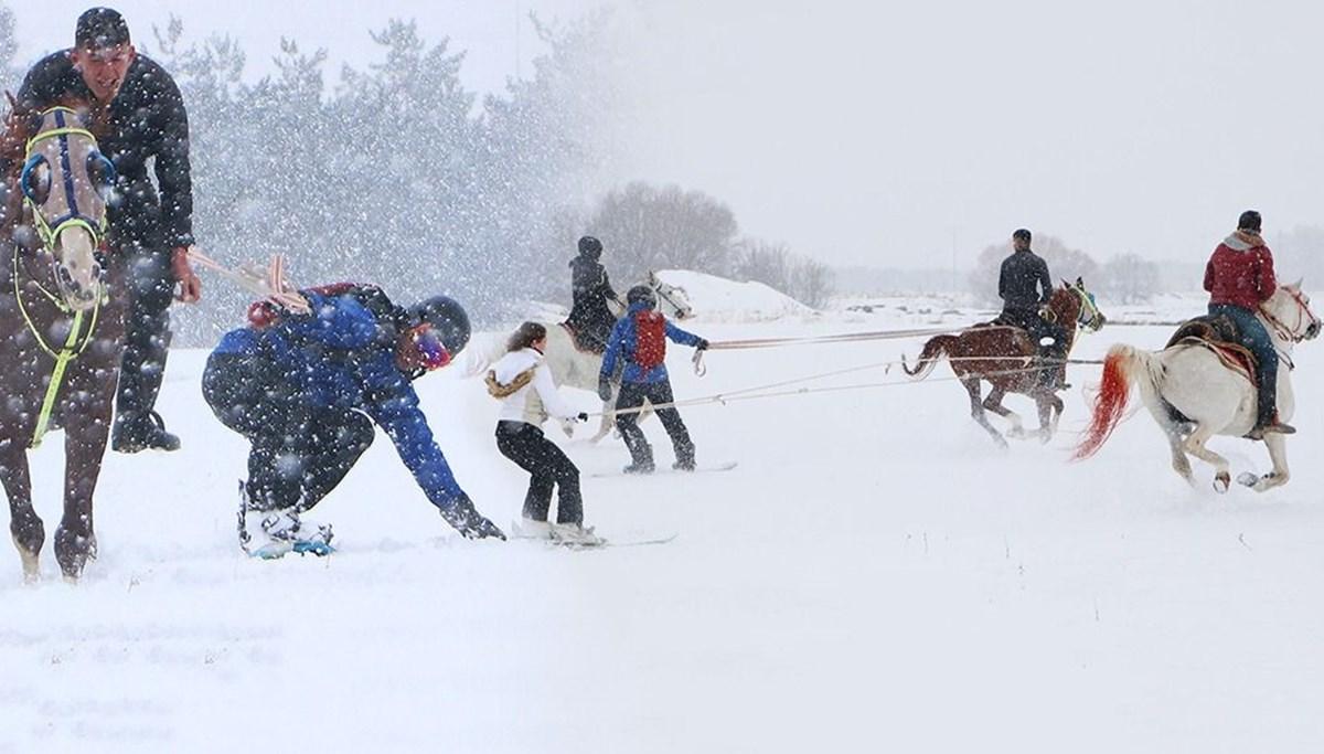 Erzurum'da dört nala kayak ve snowboard keyfi