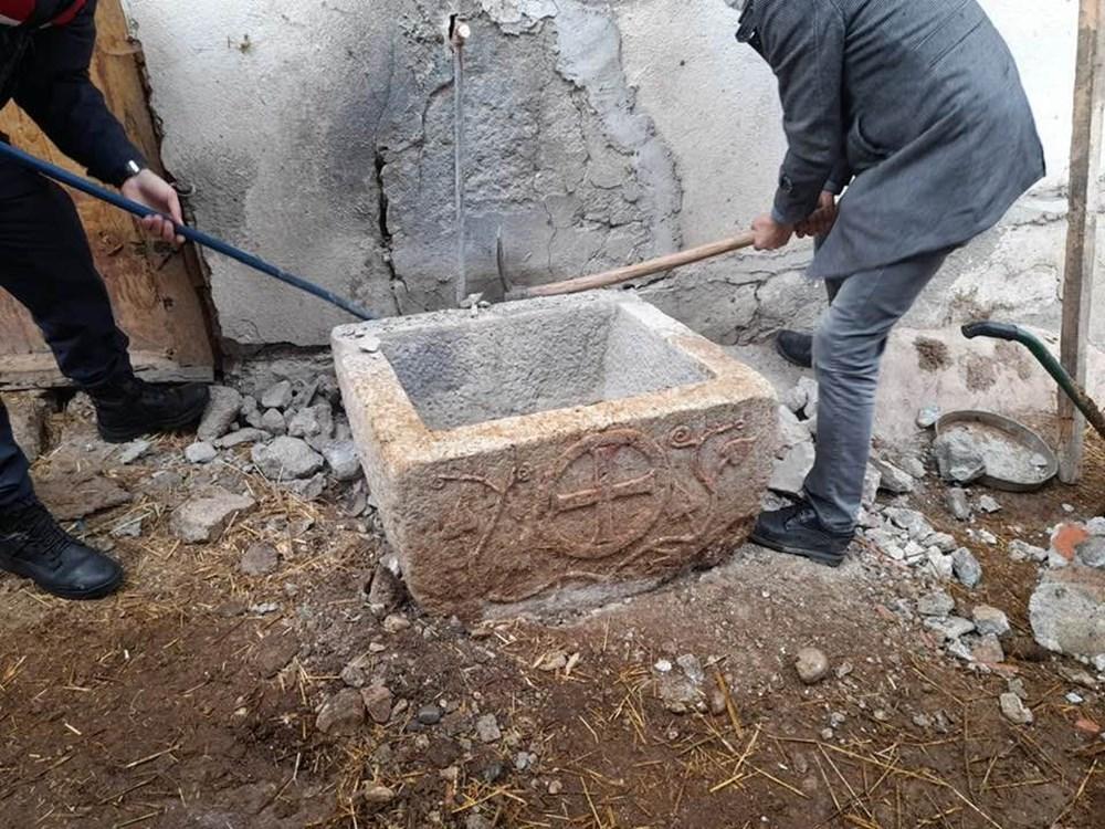 Tarlada bulunan taş vaftiz teknesinin sırrı çözüldü - 2