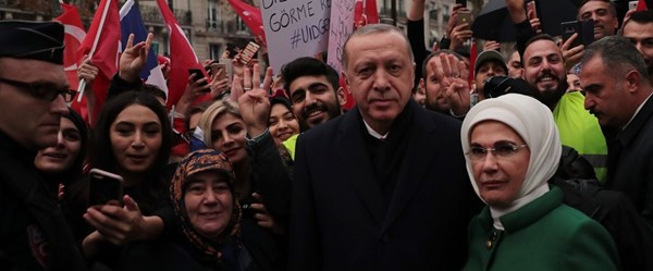 Cumhurbaşkanı Erdoğan'a Paris'te sevgi gösterisi