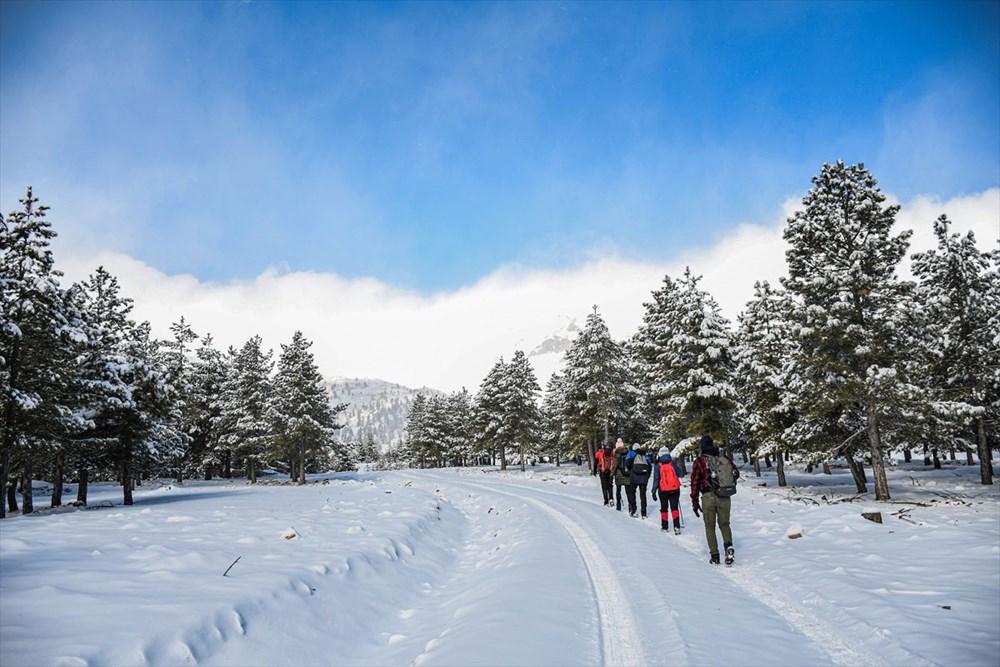 'Beyaz gelinliğini' giyen Toroslar doğa yürüyüşçülerinin gözdesi oldu - 8