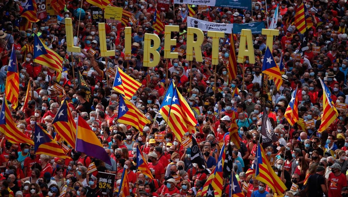 On binlerce Katalan bağımsızlık için yürüdü