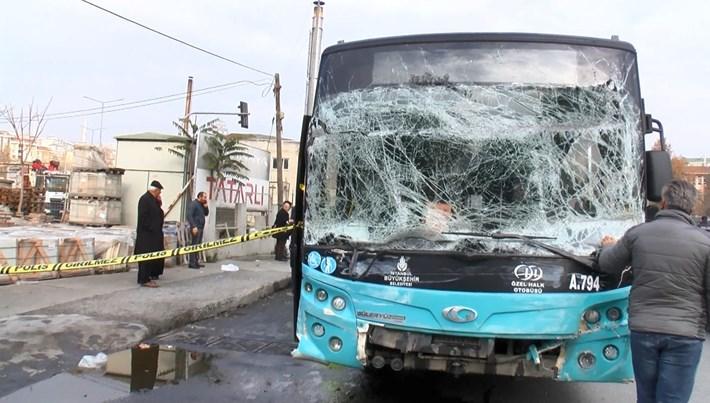 İstanbul Gaziosmanpaşa'da halk otobüsü kaza yaptı: 4 yaralı