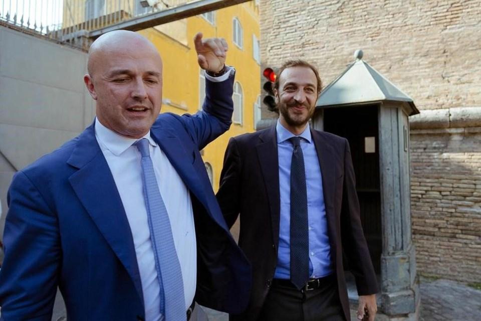 İtalyan gazeteciler kararın ardından objektiflere böyle poz verdi.