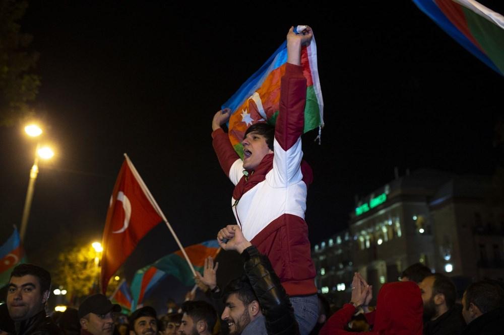 Azerbaycanlılar, Dağlık Karabağ'da varılan anlaşmayı coşkuyla kutluyor - 2