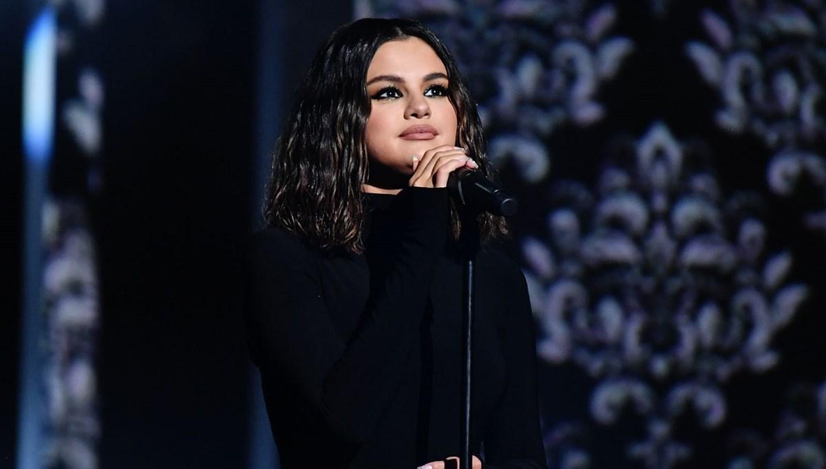 Selena Gomez, Facebook'u suçladı