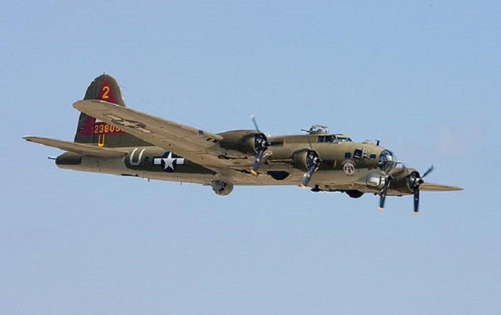 Buzlar eridi, 76 yıl önce düşen uçak gün yüzüne çıktı - 4