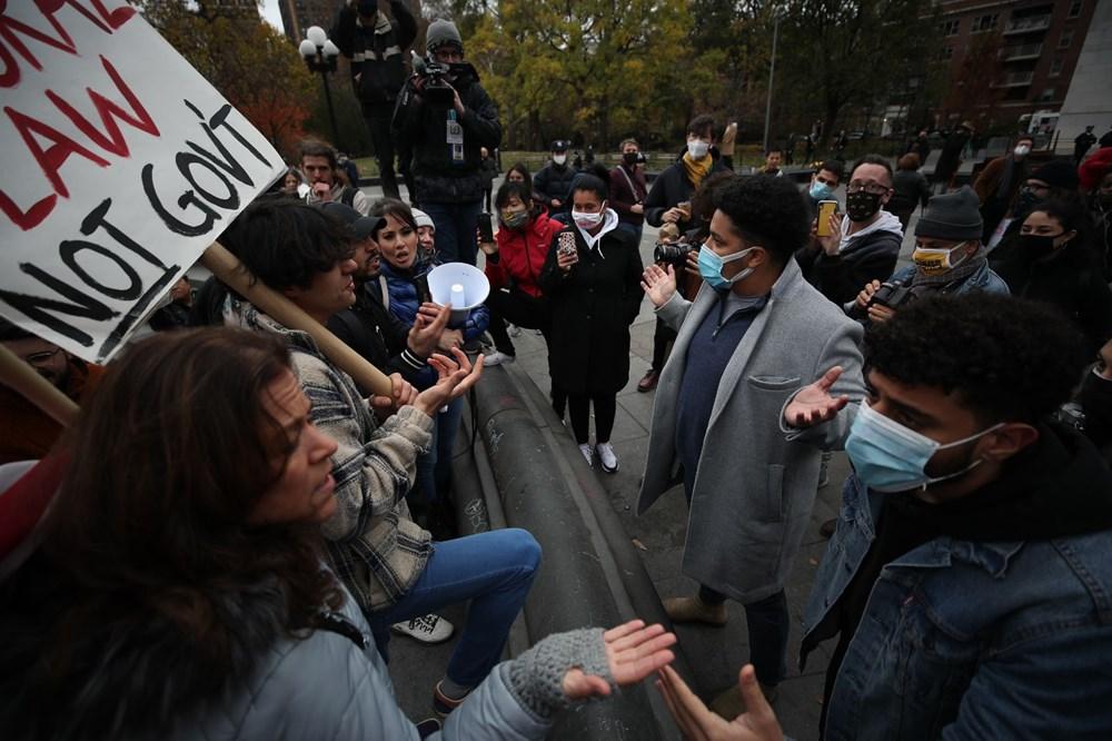 New York'ta karantina karşıtları maske yaktı - 6