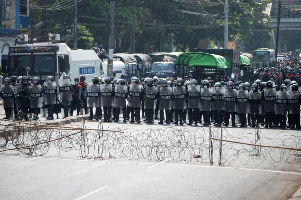 Myanmar'da on binlerce kişi cuntaya meydan okudu - 7