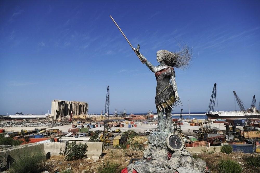 Beyrut Limanı'na patlamanın anısına kırık cam ve moloz yığınlarından heykel dikildi - 1