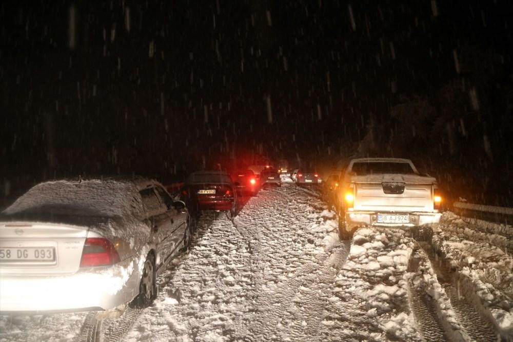 Sivas-Tokat karayolu yoğun kar yağışı dolayısıyla trafiğe kapandı - 3