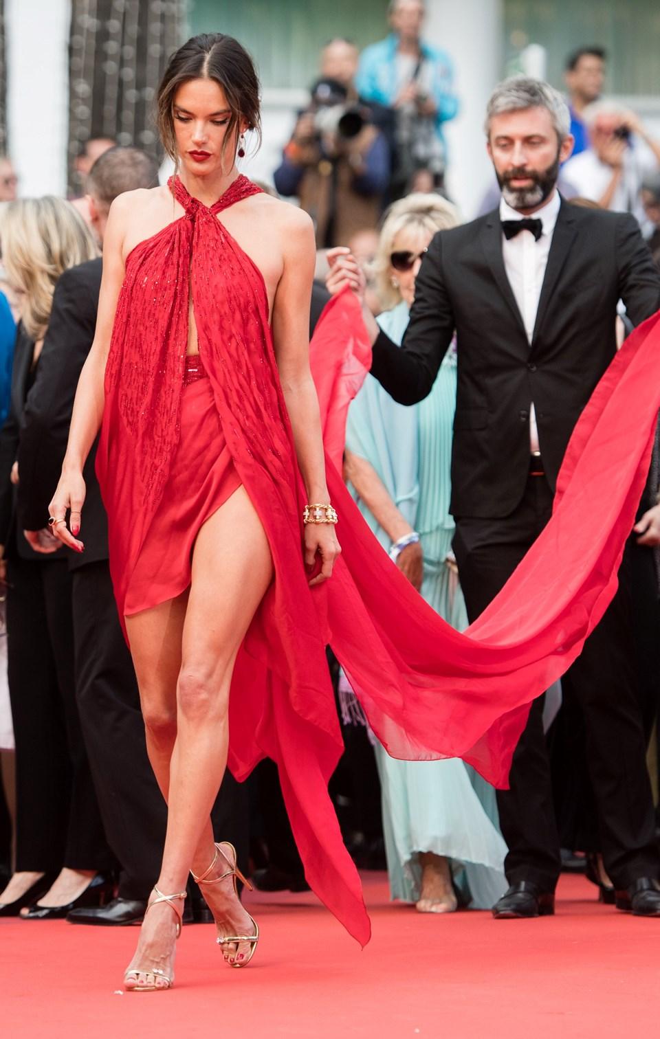 Ambrosio geçen yıl en çok72. Cannes Film Festivali kırmızı halısındaki kıyafetiyle konuşuldu
