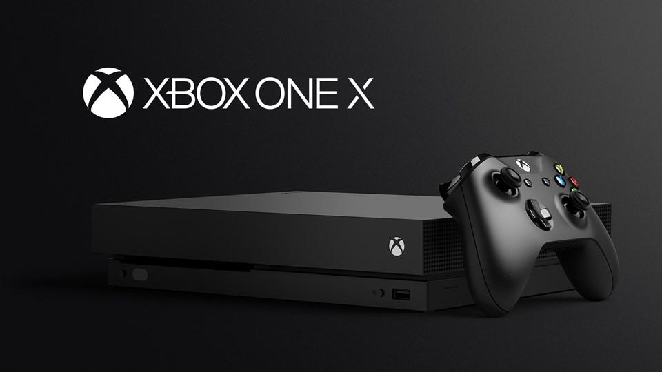 Hem yatay hem dik olarak kullanılabilen cihaz ayrıca güçlü donanımına karşın Microsoft'un ürettiği en küçük Xbox