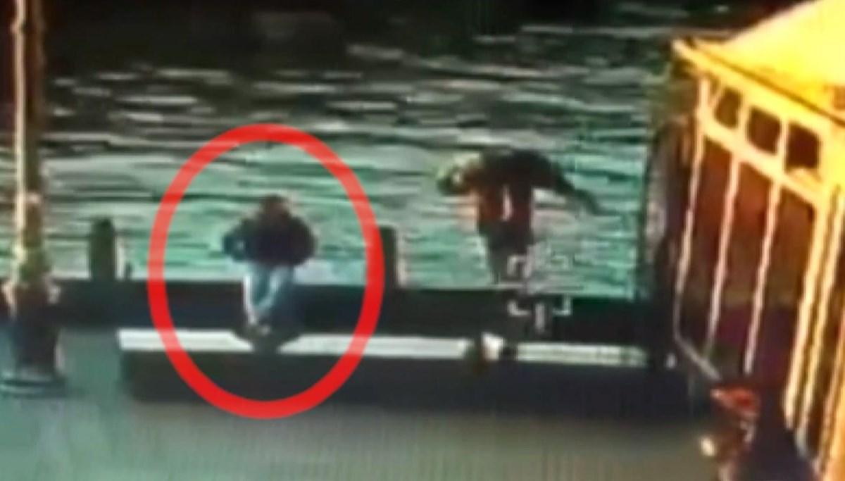 Sahilde oturan adamı yan baktın diyerek denize attı
