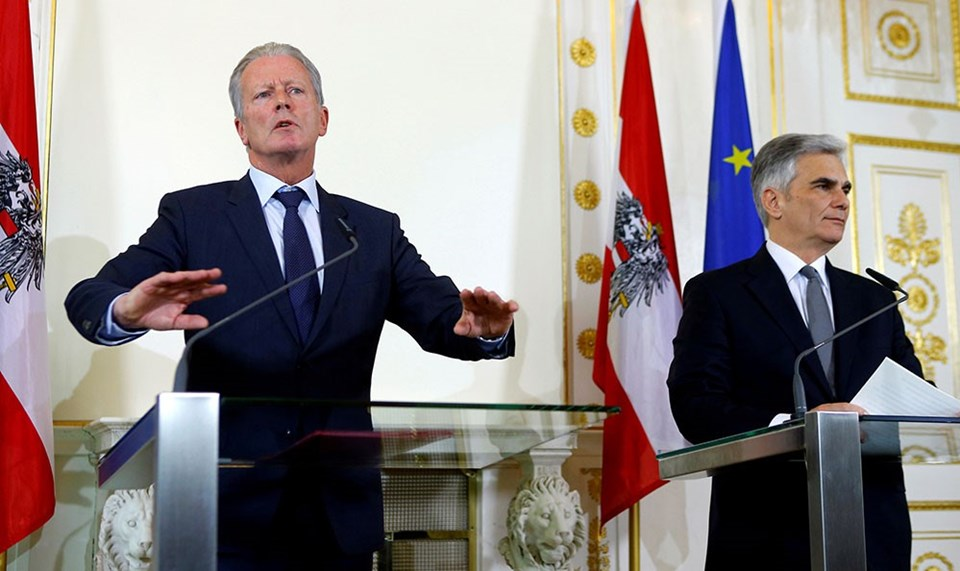 Yeni Başbakan Reinhold Mitterlehner (solda) ve Werner Faymann