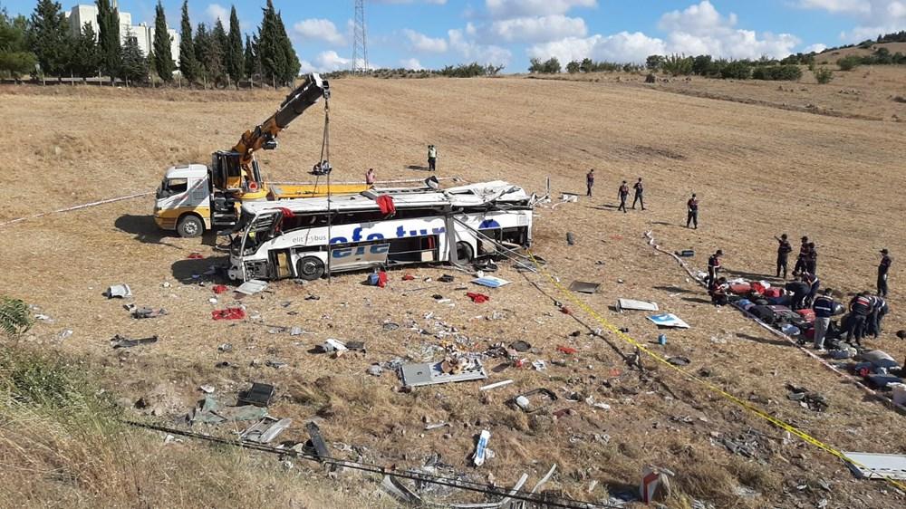Balıkesir'de yolcu otobüsü devrildi: 15 kişi hayatını kaybetti - 17