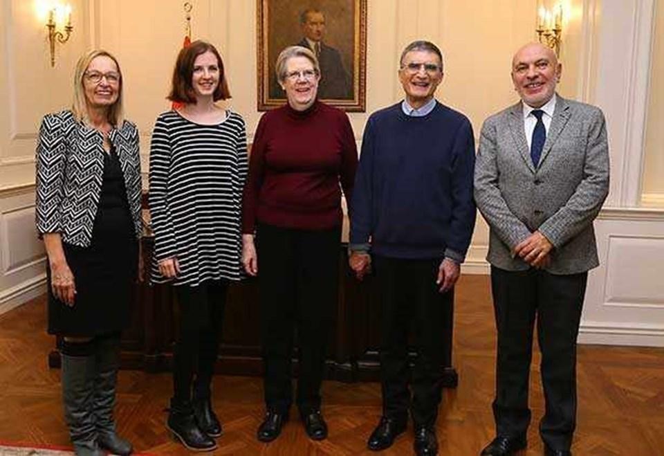 Figen Özgür,Sancar'ın kızı Rose Lorraine Peifer, Sancar'ın eşiEsta Gwendolyn, Aziz Sancar, Suat Özgür.
