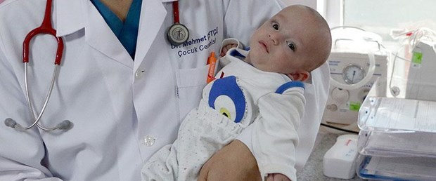 600 gram doğan Tunahan bebek hayata tutundu.jpg