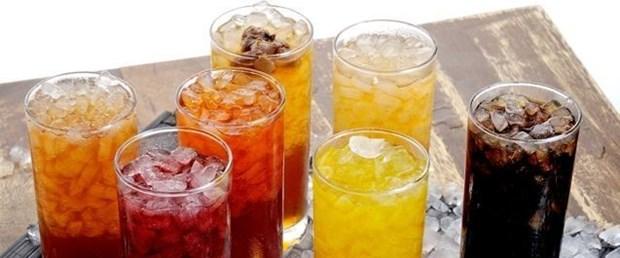 """""""Asitli içecekler ve meyve suları dişlerde asit erozyonuna yol açıyor"""""""