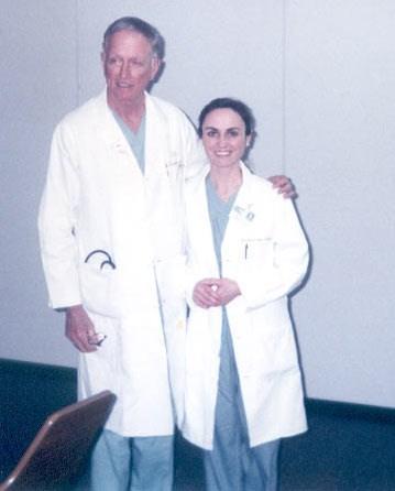Doç. Serap Aykut Aka, Dr. Denton Cooley ile birlikte.