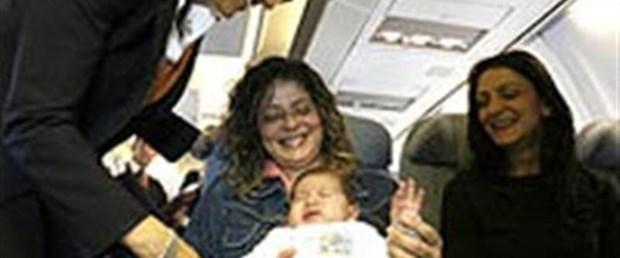 Bebekle uçak yolculuğu sakıncalı mı?