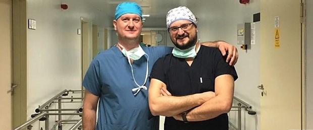 Beyin cerrahı kardeşler aynı hastanede görev yapıyor.jpg