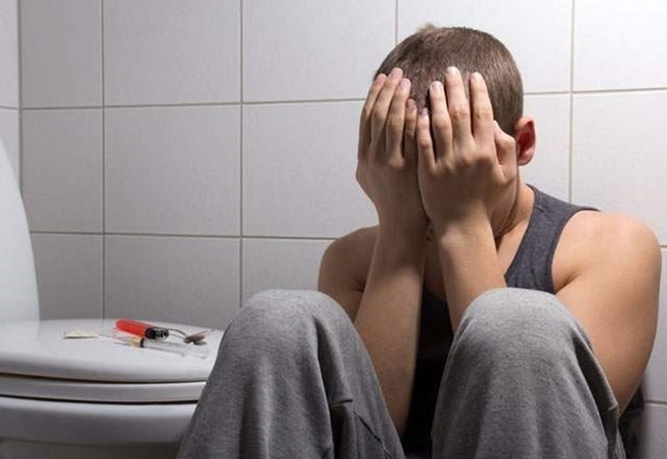 Uyuşturucu kullanma yaşının orta öğretim çocuklarına kadar düşmüş olması, Türkiye'de de çok sayıda aileyi endişelendiriyor.