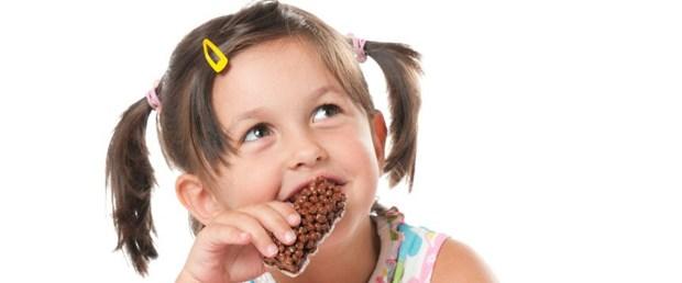 kid-eating-chocolate-862x573.jpg